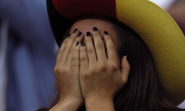 Diese Dame verbarg ihr Gesicht / Bild: (c) AP (Frank Augstein)