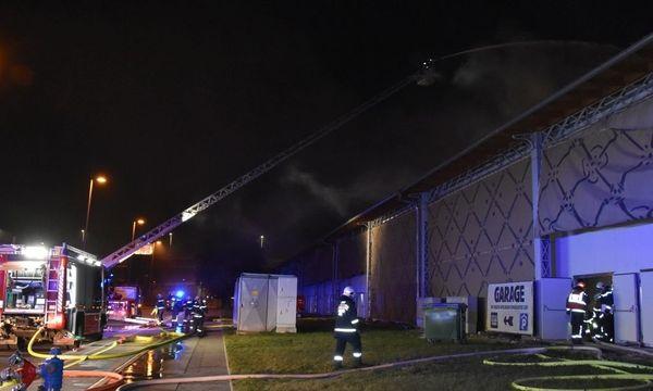 Die Marx-Halle stand im Flammen. / Bild: (c) APA (MA 68 Lichtbildstelle)