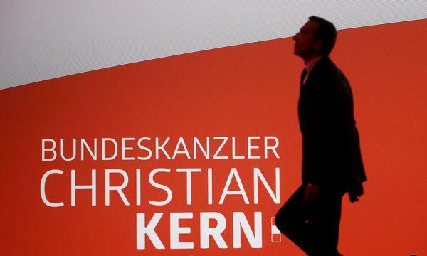 Bundeskanzler und SPÖ-Chef Christian Kern sagt, nichts von der Schmutzkübelkampagne gegen die ÖVP gewusst zu haben und verspricht Aufklärung.  / Bild: (c) REUTERS (HEINZ-PETER BADER)