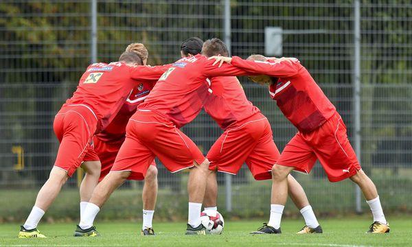 Die WM-Chance ist bereits dahin, für die Teamspieler und Marcel Koller geht es um einen würdigen Abschluss. / Bild: (c) APA/HERBERT NEUBAUER