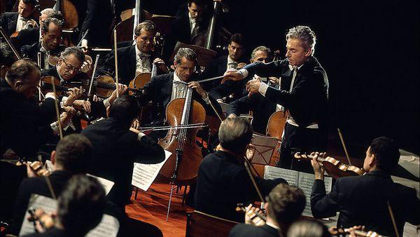 """Herbert von Karajan und die Berliner Philharmoniker, von Hugo Niebeling filmisch in Szene gesetzt: Bei der """"Pastorale"""", 1967. / Bild: Unitel"""