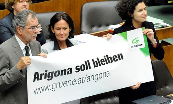 Causa Zogaj: Grüne von Fischer ''bitter enttäuscht'' / Bild: Grüner Protest im Nationalrat (Van der Bellen, Glawischnig, Korun (c) APA (Roland Schlager)