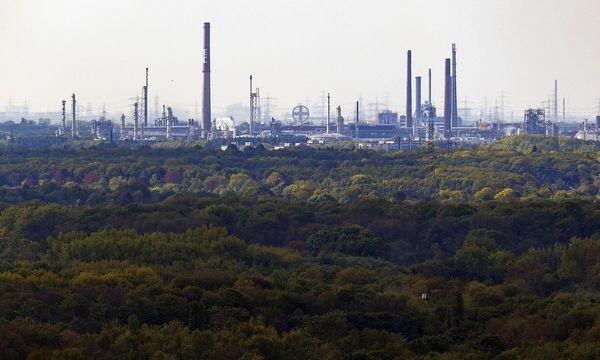 Werkgelände der Bayer AG in Leverkusen / Bild: (c) imago/Future Image (Christoph Hardt)