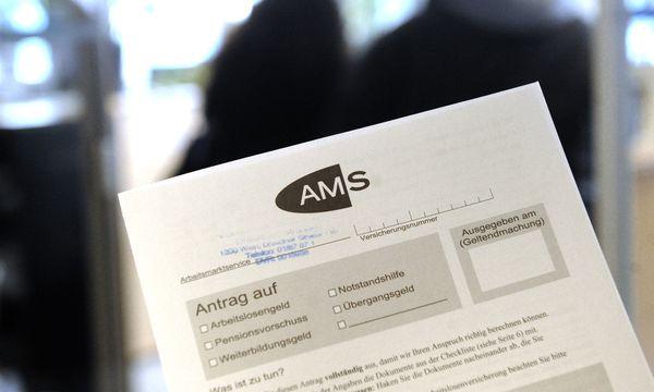 Arbeitslosenversicherungsbeiträge sollen gesenkt werden. / Bild: APA/HERBERT PFARRHOFER
