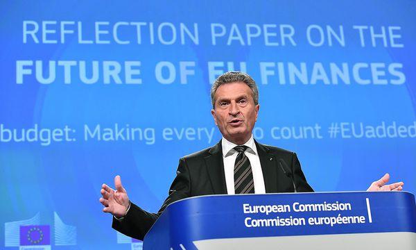 "Günther Oettinger steht vor der ""Quadratur des Kreises"". / Bild: APA/AFP/EMMANUEL DUNAND"