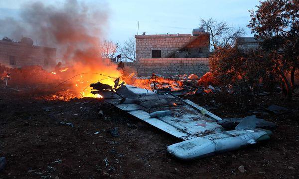 Rebellen in Syrien schießen russisches Flugzeug ab / Bild: APA/AFP/OMAR HAJ KADOUR