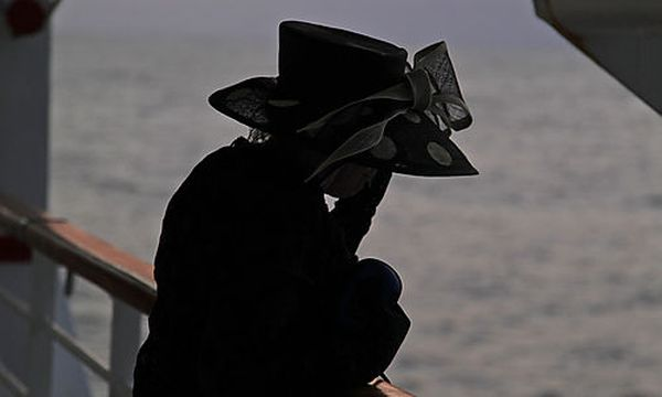 Trauer auf hoher See / Bild: (c) AP (Lefteris Pitarakis)