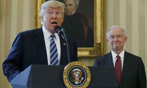 Trump und Sessions / Bild: (c) REUTERS (KEVIN LAMARQUE)