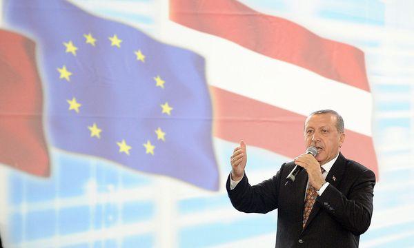 Erdogan bei einem Auftritt in Österreich. / Bild: APA/EPA/HANS PUNZ