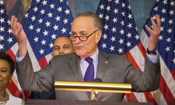 Chuck Schumer bei einer Pressekonferenz am Freitag / Bild: imago/UPI Photo