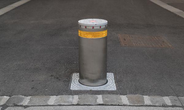 Die Zufahrten zum Minoritenplatz sind bereits durch Poller geschützt (Bild: Poller in der Leopold-Figl-Gasse). / Bild: (c) Gilbert Novy / KURIER / picturedesk