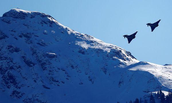 """Wird aus dem Eurofighter-Ausschuss ein """"Darabos-Ausschuss"""", wie das die ÖVP will?   / Bild: (c) REUTERS"""