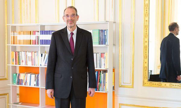Heinz Faßmann, den manche Medien vier Zentimeter größer machten, als er ist : Es sind 2,03 Meter, wie er zuletzt sagte. / Bild: (c) Akos Burg
