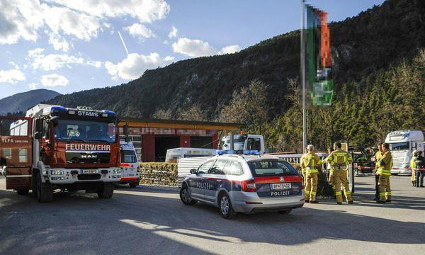 Einsatzkräfte am Unglücksort in Tirol. / Bild: (c) APA/ZEITUNGSFOTO.AT (ZEITUNGSFOTO.AT)
