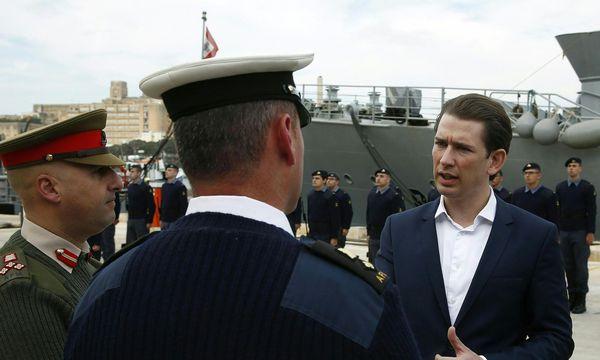 """Außenminister Kurz beim Frontex-Besuch in Malta: """"Wir müssen den NGO-Wahnsinn beenden."""" / Bild: AUSSENMINISTERIUM/DRAGAN TATIC"""
