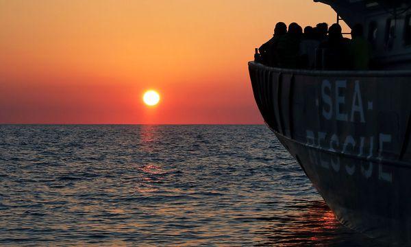 Archivbild: Flüchtlinge auf einem Rettungsschiff der NGO Proactiva Open Arms / Bild: REUTERS