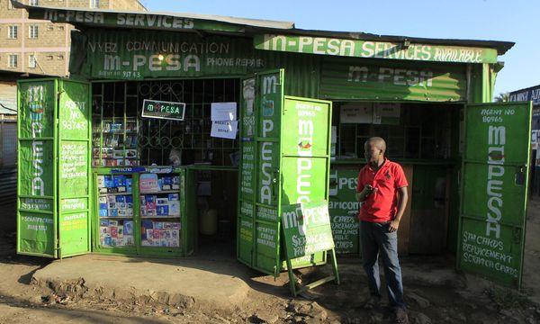 M-Pesa überall: In Kenia hat das Handy das Bargeld tatsächlich fast verdrängt. / Bild: (c) REUTERS (Noor Khamis / Reuters)