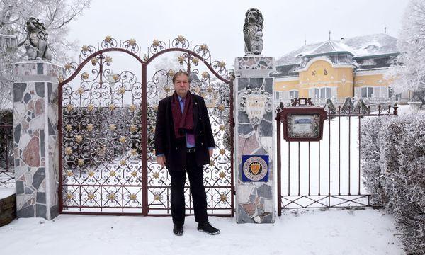 """""""Ich habe seit 34 Jahren offen, jeden Tag"""", sagt Olaf Auer, der das Caf´e-Restaurant am Cobenzl und das Schloss Auer-Cobenzl betreibt. / Bild: (c) Die Presse (Clemens Fabry)"""