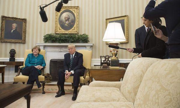 Erstes Rendezvous zwischen Donald Trump und Angela Merkel. Im Weißen Haus spannte sich der Bogen ihres Gesprächs vom Freihandel über die EU bis hin zu Wladimir Putin. / Bild: (c) APA/AFP/SAUL LOEB (SAUL LOEB)