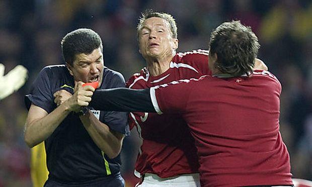 Ronni Noervig attackiert Schiedsrichter Fandel