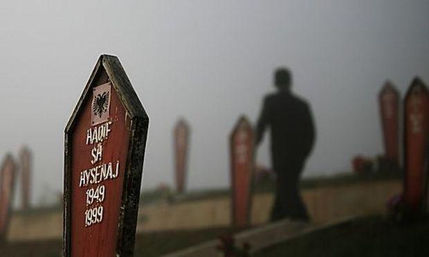Die Begräbnisstätte in Racak erinnert an das Massaker.