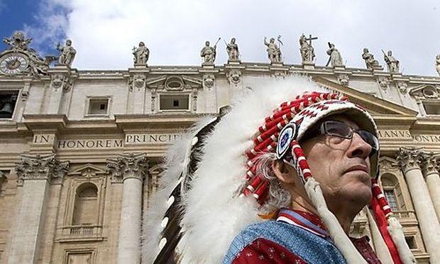 Grand Chief Phil Fontaine auf dem Petersplatz