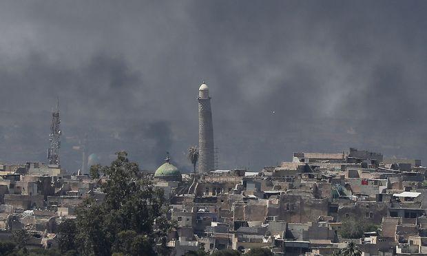 Die Altstadt von Mosul, wo die irakische Armee die Terrormiliz IS bekämpft; Bild vom April. Zu sehen: das Minarett der Al-Nuri-Moschee / Bild: (c) REUTERS (Marko Djurica)