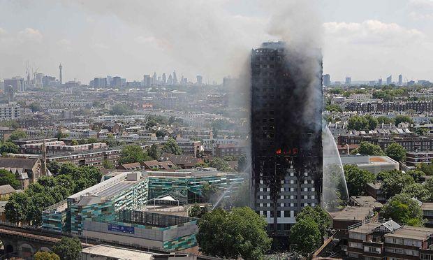Vielen Menschen in dem Londoner Hochhaus wurde durch die Flammen der Fluchtweg abgeschnitten.