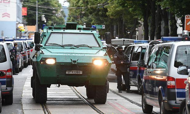 Großeinsatz der Polizei in Wien-Penzing