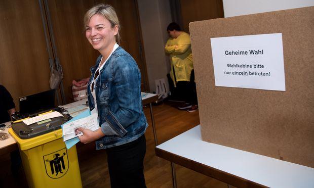 Katharina Schulze, Spitzenkandidatin der Grünen, kann sich freuen: Ihre Partei erreichte in Bayern den zweiten Platz.