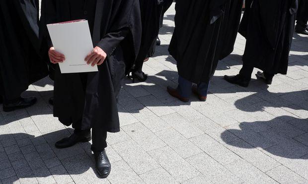 Mit einem Abschluss in den Bereichen Technik oder Informatik kann man sich schon auf Bachelor-Level kaum über zu wenig Arbeit beklagen.