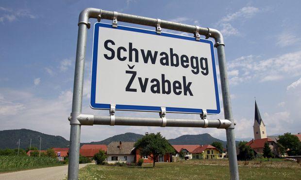 Symbolbild zweisprachige Ortstafel