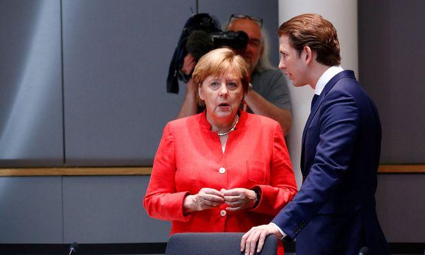 Der Bundeskanzler trifft zuerst Angela Merkel und am nächsten Tag Emmanuel Macron.