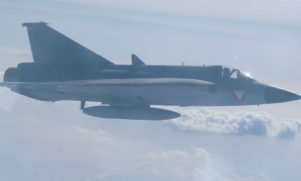 Draken, gesehen aus einer Hercules des Bundesheeres anno 2003