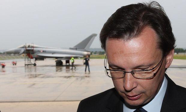 Norbert Darabos, damals Verteidigungsminister, freute sich über das neue Gerät für seine Soldaten...