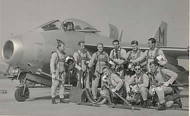 Eine fotografische Perle: Piloten der 1. Staffel, Jagdbombergeschader Linz-Hörsching, vor einer