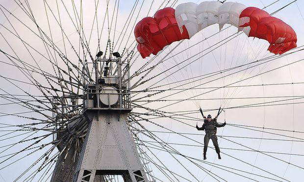 Ein Fallschirmspringer des Jagdkommandos des Bundesheeres