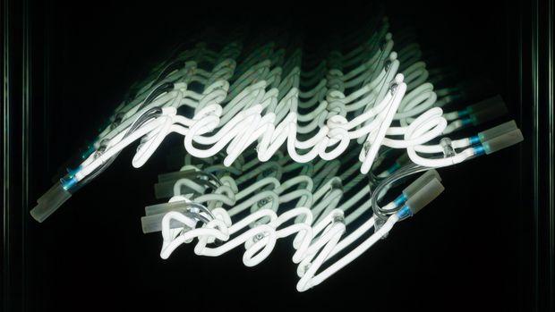 """Lichtkunst.   """"Remoteness"""", 2008, von Biennale-Künstlerin  Brigitte Kowanz, ausgerufen um  9000 €."""