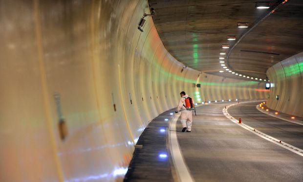 THEMENBILD: Tunnel