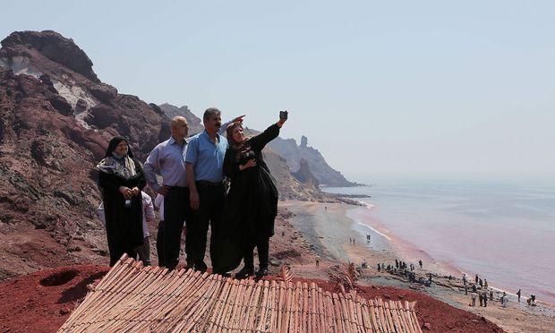 An ihrer engsten Stelle zwischen Oman und Iran ist die Straße nur 33 Kilometer breit.