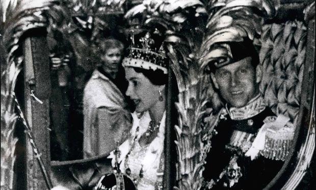 Feb 28 2012 The Coronation procession of Queen Elizabeth II came only six years after her weddin / Bild: (c) imago/ZUMA/Keystone (imago stock&people)