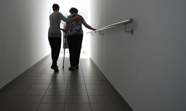 Hohe künftige Ausgaben für Pensionen, Gesundheit und Pflege sind Gründe für die Staatsschuld.