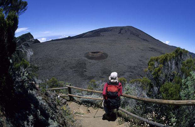 Der Piton de la Fournaise ist ein aktiver Vulkan – wenn er nicht gesperrt ist, kann man ihn leicht erwandern.