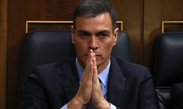 Auch beten hat für Premier Sánchez nicht geholfen.