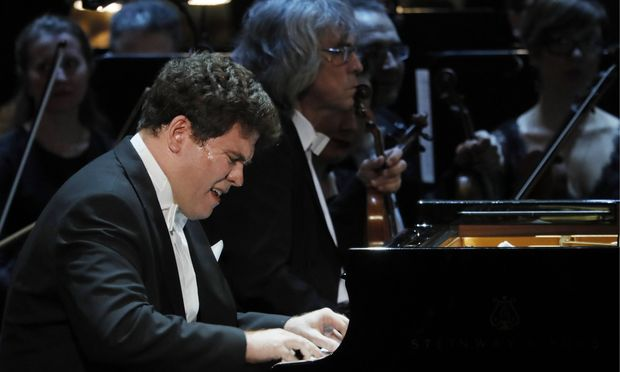 MOSCOW RUSSIA MARCH 18 2017 Pianist Denis Matsuev performs at a ceremony to present BraVo inter