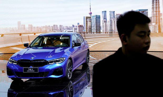 ROUNDUP: Milliarden-Kartellrückstellung reißt BMW-Autosparte in rote Zahlen
