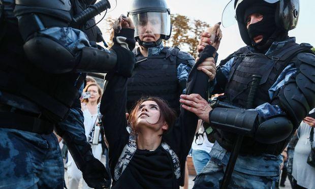 Knapp 1400 Festnahmen gab es am vergangenen Samstag. Die Behörden rieten den Bürgern von einer Teilnahme an der heutigen Demo ab.