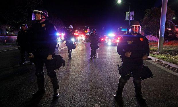 Cops erschossen wehrlosen Schwarzen von hinten