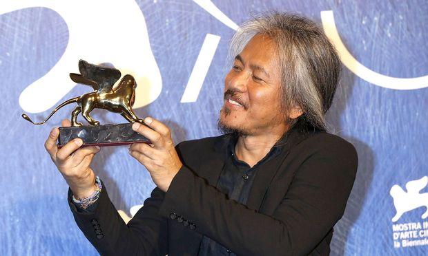 Lav Diaz mit dem Goldenen L�wen f�r den besten Film Ang babaeng humayo The Woman Who Left beim Pre
