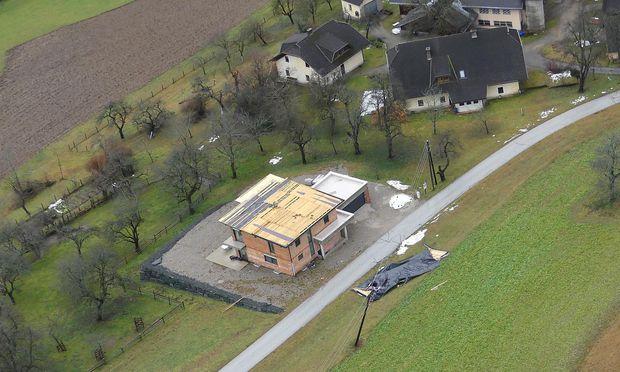 Eine Luftaufnahme des vom Föhnsturm betroffenen Gebiets in Ferlach, Kärnten.